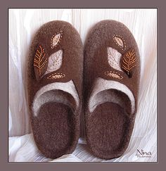 Gallery.ru / Фото #10 - Обувь 2012 - feniva Felted Wool Slippers, Felt Boots, Wool Shoes, Felted Wool Crafts, Slipper Boots, Needle Felting, Wool Felt, Ciabatta, Fashion Shoes