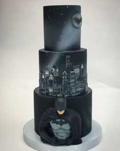 Homemade Batman Cake Ideas That Look Great - Novelty Birthday Cakes Marvel Cake, Batman Cakes, Batman Grooms Cake, Pretty Cakes, Beautiful Cakes, Amazing Cakes, Fondant Cakes, Cupcake Cakes, Cupcakes