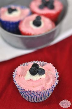 These are definitely going on my July 4th BBQ menu. No bake and perfectly colored for the holiday.