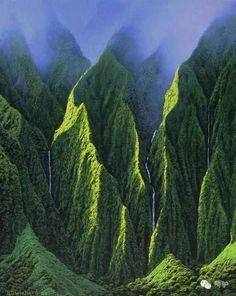 Koolau Mountains, Oahu, HI Visit my blog  VentureVixen for more travel inspiration