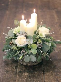 Christmas flower arrangements - 50 The Best Winter Table Decorations You Need to Try – Christmas flower arrangements Christmas Candle Decorations, Christmas Flower Arrangements, Christmas Flowers, Christmas Wreaths, Christmas Crafts, Holiday Decor, Winter Flowers, Winter Decorations, Christmas Tables