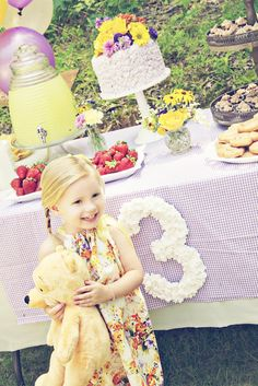 vintage pooh party; i love every detail of this