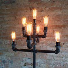 Notre nouveau lampadaire style industriel crée tonnes déclairage ambiant (nous mettons dans notre bureau) Cette lampe est construite à