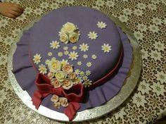 Un bel cappello per una signora elegante?? No... una buona torta...