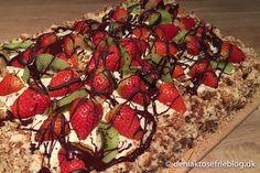 Min far havde fødselsdag i weekenden og min mor havde bagt en lækker jordbær lagkage. Det var ikke et planlagt opslag, men pga. interessen for opskriften, så får I den her 🙂 Opskriften er min mors klassiske kagebund opskrift, der blevet brugt igennem mange år til forskellige slags kager. Jeg har delt opskriften til kagebunden…