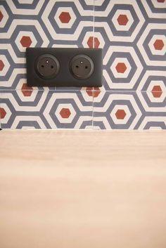 miniature Des carreaux de ciment en fil rouge, , BAHYA - marque