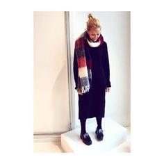 Wrapped in wool 🤘🏻 @holzweiler_ #freziapoetic #borondress