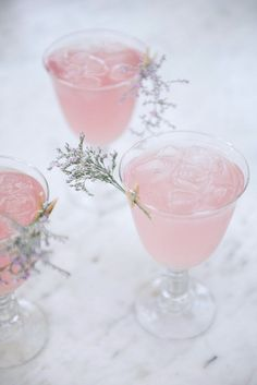 Pink drink med Cointreau Fizz