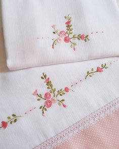 Hand Embroidery Videos, Hand Embroidery Art, Embroidery On Clothes, Embroidery Fashion, Cross Stitch Embroidery, Ribon Embroidery, Flower Embroidery Designs, Embroidery Patterns, Machine Quilting Patterns