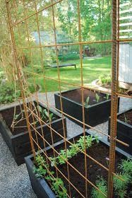 Var Dag i Mitt Liv: Armeringsnät Raised Garden Beds, Raised Beds, Garden Bed Layout, Garden Planter Boxes, Herb Garden Design, Home Vegetable Garden, Garden Structures, Easy Garden, Dream Garden