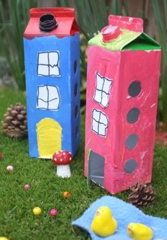 Fairy Houses - adorable Juice Carton Fairy Houses (or Milk Carton DIY), super cute and fun for the kids to make and play with. Diy Craft Projects, Projects For Kids, Diy For Kids, Fun Crafts, Crafts For Kids, Arts And Crafts, Paper Crafts, Recycled Crafts, Creative Kids