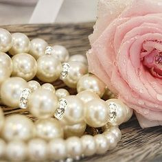 Pearl Love, Pearl And Lace, Pearl Jewelry, Jewelery, Pearl Bracelets, Pearl Necklace, Posh Party, Vintage Flowers, Shabby Chic