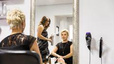 Coafor si servicii schimbare look, vopsit par Chameleon, Make Up, Beauty, Chameleons, Makeup, Beauty Makeup, Beauty Illustration, Bronzer Makeup