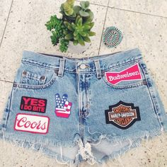 patches on shorts! Jeans Refashion, Diy Clothes, Harley Davidson, Style Me, Denim Shorts, Cute Outfits, Patches, Jackets, Diy Crafts