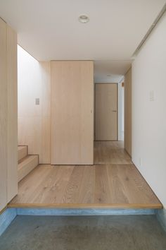 Image 7 of 22 from gallery of Module Grid House / Tetsuo Yamaji Architects. Photograph by Kenta Hasegawa Plywood Interior, Wood Interior Design, Modern Interior, Interior Architecture, Interior Decorating, House Tokyo, Ultra Modern Homes, Journal Du Design, Modern Hallway