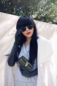 Chic round circular oversized sunglasses that feature elegant metal temples and nose bridge. Sunglasses 2014, Sunglasses Women, Elegant Gloves, Black Leather Gloves, Leather Pants, Japanese Street Fashion, Cute Outfits, Stylish, Trench