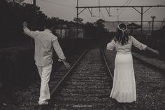 Hoje é dia de postar um ESession lindo em Paranapiacaba! Sim, teve trilho, teve trem, teve uma vila super fofa e tombada! Mas o que mais teve foi diversão! Fomos juntos até lá, e tivemos tempo de sobra para conversar diversos assuntos, e claras, sobre o casamento e todas as coisas que aparecem...