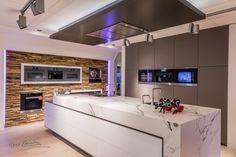 Showroom Hans Kwinten Interieurprojecten in Bergeijk. Maatwerk   meubels   keukens   badkamers   projecten   design   styling   interieur advies   ambacht   kleurrijk   strak   modern   klassiek  