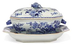 Chinese export tureen Porcelain Ceramics, China Porcelain, White Ceramics, White Soup, Glass Tea Cups, Blue And White China, Chinese Ceramics, Butler Pantry, China Patterns
