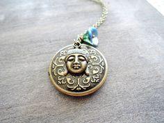 Medaillonketten -  Antique Brass Buddha blauen Himmel Medaillon 272 - ein Designerstück von MadamebutterflyMeagan bei DaWanda
