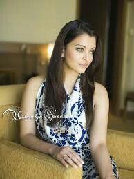 Most Beautiful Indian Actress, Most Beautiful Women, Beautiful People, Absolutely Gorgeous, Bollywood Fashion, Bollywood Actress, Bollywood Style, Aishwarya Rai Bachchan, Poses
