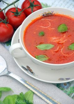 Simpele tomatensoep met vermicelli Soup Recipes, Dinner Recipes, Healthy Recipes, Healthy Food, Thai Red Curry, Brunch, Food And Drink, Pasta, Ethnic Recipes