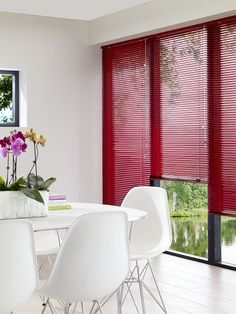 Minimalist dining room with red blinds. Red Blinds, Shades Blinds, Minimalist Dining Room, Minimalist Home, Discount Blinds, Banquette Dining, Dining Table, Interior Styling, Interior Decorating