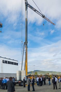 Liebherr unveiled the new crane to its dealers for the first time in October 2015 at its Spanish manufacturing plant in Pamplona Crawler Crane, Hydraulic Excavator, Crawler Tractor, Pamplona, Mechanical Engineering, Diecast Models, Telescope, Spanish