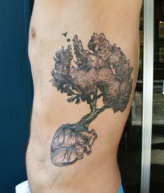 Tatouage par Sophie Hedon, facebook : Fleur Intestinale, #arbre #tattoo #coeur…