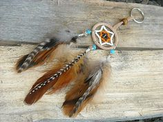 Fasten your vehicle or home keys in feather-decorated key chains for attraction