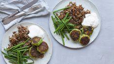 Broccolifrikadeller med vilde ris og fetadip | Femina 2 Eggs, Tzatziki, Pesto, Broccoli, Easy Meals, Food And Drink, Beef, Vegan, Cooking