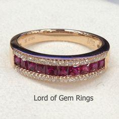 Half Eternity Band Princess Cut Ruby Ring Pave Diamonds por TheLOGR