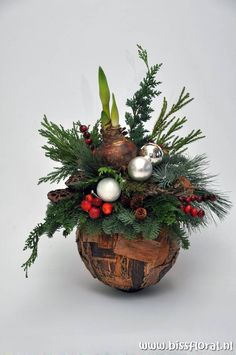Zugehöriges Bild The post Zugehöriges Bild appeared first on WMN Diy. Christmas Craft Fair, Christmas Swags, Christmas Gift Decorations, Holiday Centerpieces, Christmas Flowers, Christmas Mood, Christmas Ornaments, Christmas Flower Arrangements, Deco Floral