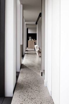 2019 interior design trends - Terrazzo- concrete and marble chip flooring through a contemporary hallway in a home. Interior Design Trends, Modern Interior, Interior Architecture, French Interior, Terrazo Flooring, Timber Flooring, Contemporary Hallway, Contemporary Houses, Polished Concrete Flooring