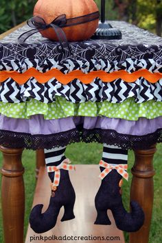 Cute Halloween table runner from pinkpolkadotcreations.com