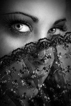 Beautiful eyes with black lace fan visit here to find a Asian Girl to date
