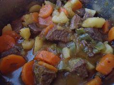 Picadinho de carne com cenoura, tomate e batata