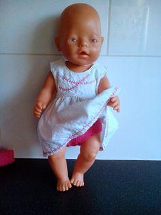 Zomerjurkje met fuchsia kleurige broekje Geschikt voor poppen van 43cm zoals de babyborn FB: Helma's Poppenkleding