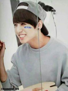 BTS Jungkook - omg his smile is just too cute! Namjoon, Seokjin, Hoseok, Kookie Bts, Jungkook Oppa, Bts Bangtan Boy, Taehyung, Jungkook Smile, Jung Kook