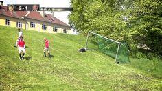 Pochyła piłka nożna?!! Szukasz wyzwania lub motywatora do intensywnych ćwiczeń dla Twoich młodych piłkarzy i piłkarek? Ta jest strzałem w 10-tkę ;) Wystarczy rozstawić bramki :D np. Mini bramki z pachołkami  http://sklep.educarium.pl/educarium.php?section=1&kategoria=3599&subkategoria=3816&produkt=9823