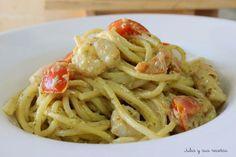 Espaguetis con pesto de albahaca o pesto alla genovese y gambas