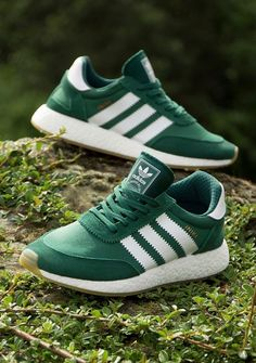 Really like this green color on these. Adidas Iniki, Adidas Sneakers, Shoes Sneakers, Oxford Sneakers, Oxford Brogues, Runners Shoes, New Shoes, Sneakers Fashion, Casual Shoes