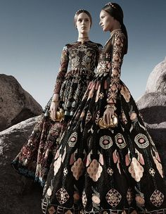 Valentino, inspired by traditional ethnic patterns of the world. Wow… che elegante