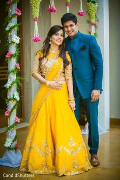 We have the latest picks of Fab Indian Mehndi Outfit Style Ideas.Trending Mehndi lehenga styles and wow offbeat suits for the modern Indian Bride! Engagement Dress For Bride, Wedding Dress Men, Indian Wedding Outfits, Wedding Couples, Engagement Photos, Indian Engagement, Wedding Men, Indian Wedding Couple Photography, Beaux Couples