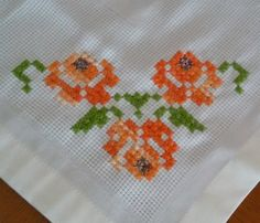 Embroidery Stitches, Hand Embroidery, Embroidery Designs, Small Cross Stitch, Cross Stitch Flowers, Bargello, Diy And Crafts, Projects To Try, Crossstitch