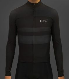 Long sleeve jersey from our Dark & Pink Night collection. Special water repellent coating keeps out rain and water