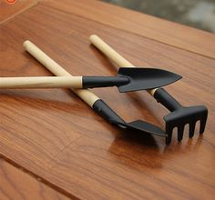 Name: 3pcs Mini Garden Tools Spade Shovel Rake 1 Set Home Garden Wood Handle Metal Head Gardener  Shovel size: 21.5 * 4cm Spade size: 22.5 * 2.5cm Rake size: 18 * 4cm Package: 1 * Shovel + 1 * Spade + 1 * Rake = 1 set Handle color: Wood color Head color: Black antirust Iron construction with comfortable wooden Handles  Product Features: Wooden handle;Iron head, coated with rust; Small mini, For office and home gardening potted gardening; Children three years old or more,you can train them to…