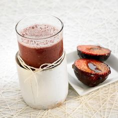 Smoothie iz grozdja in sliv Jus Detox, Prune, Healthy Drinks, Food For Thought, Panna Cotta, Cheesecake, Pudding, Ethnic Recipes, Desserts