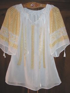 Romanian blouse - precious embroidery on silk Traditional Fashion, Traditional Outfits, Indian Prints, Boho Girl, Boho Fashion, Womens Fashion, Folk Costume, Peasant Blouse, Lace Up Heels