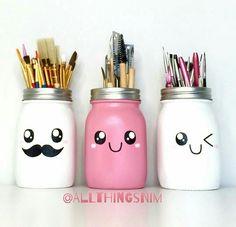 How to make decoupage jars - Decoupage Tutorial - DIY Decoupage Jars, Decoupage Tutorial, Pot Mason Diy, Mason Jar Crafts, Chalk Paint Mason Jars, Painted Mason Jars, Bottle Painting, Bottle Art, Pot A Crayon